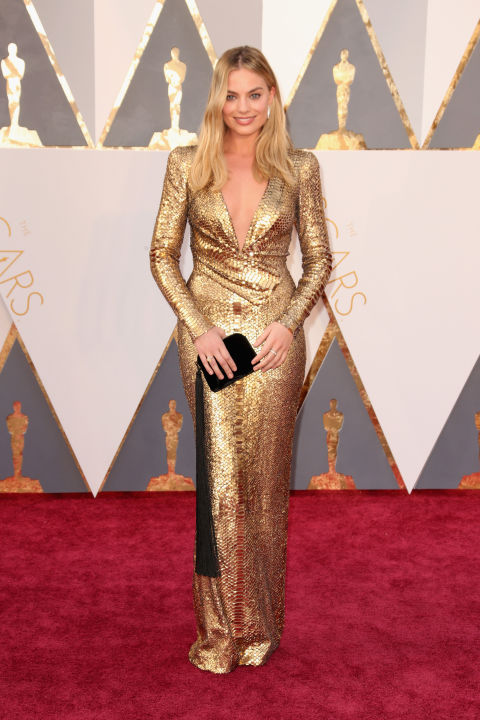 gallery-1456705220-hbz-oscars-2016-margot-robbie