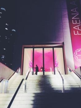 El Faena Art Center teñido de rojo